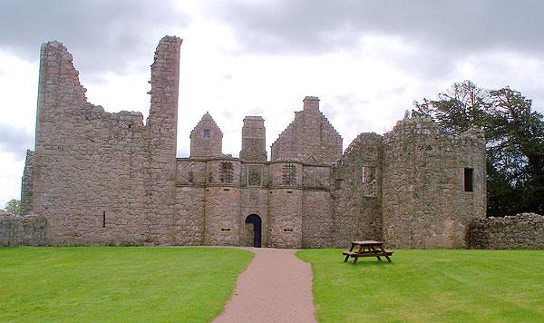 Tolquhon castle front